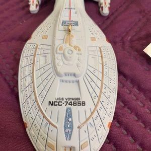 Star Trek USS Voyager, 1996, NWT, Ornament